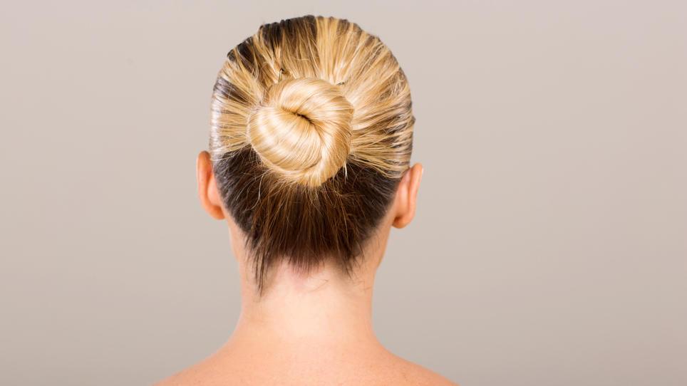 Frisuren Mit Spiral Haargummi Dutt Und Fischgrätenzopf Zum Nachmachen