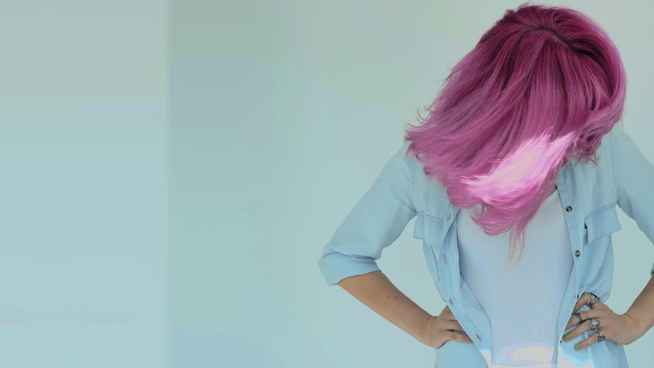 Rosa Haare färben: So gelingt der angesagte Pastell-Look