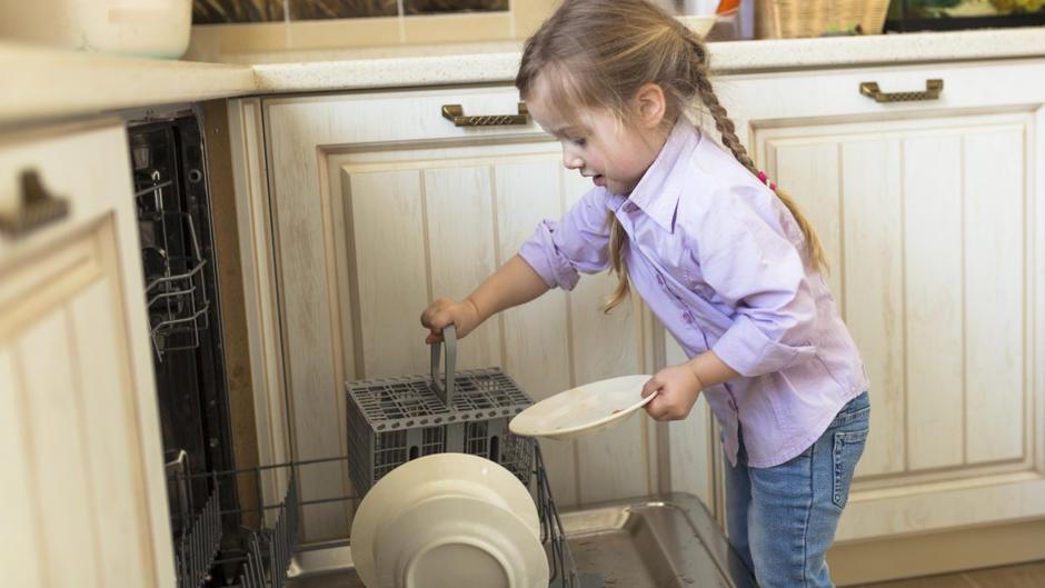 haushalt organisieren wie viel sollten kinder zuhause mithelfen. Black Bedroom Furniture Sets. Home Design Ideas