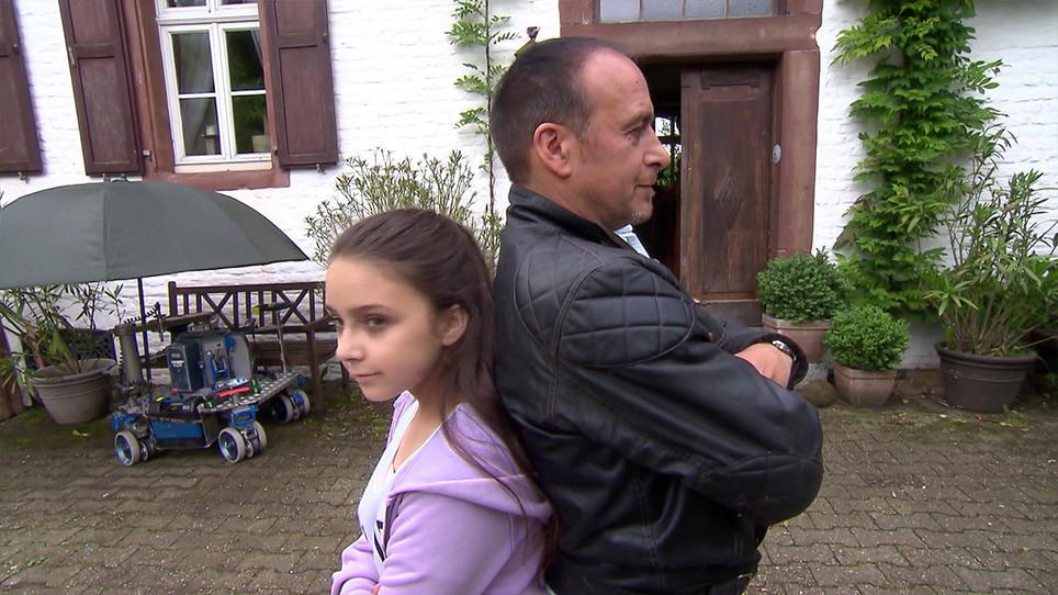 Alarm Für Cobra 11 Erdogan Atalay Steht Mit Seiner Tochter Vor Der