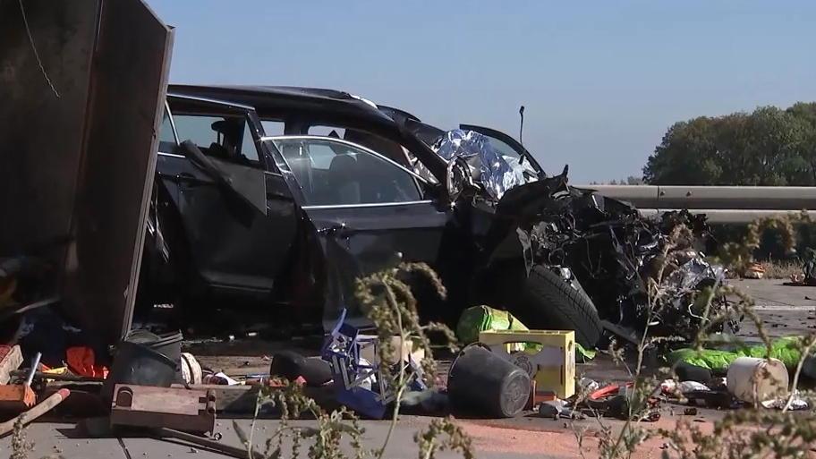 Schwerer Unfall Auf Der A9 Bei Leipzig Lkw Kracht In Gegenverkehr