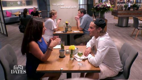 Dating-Cocktail-Kellnerin