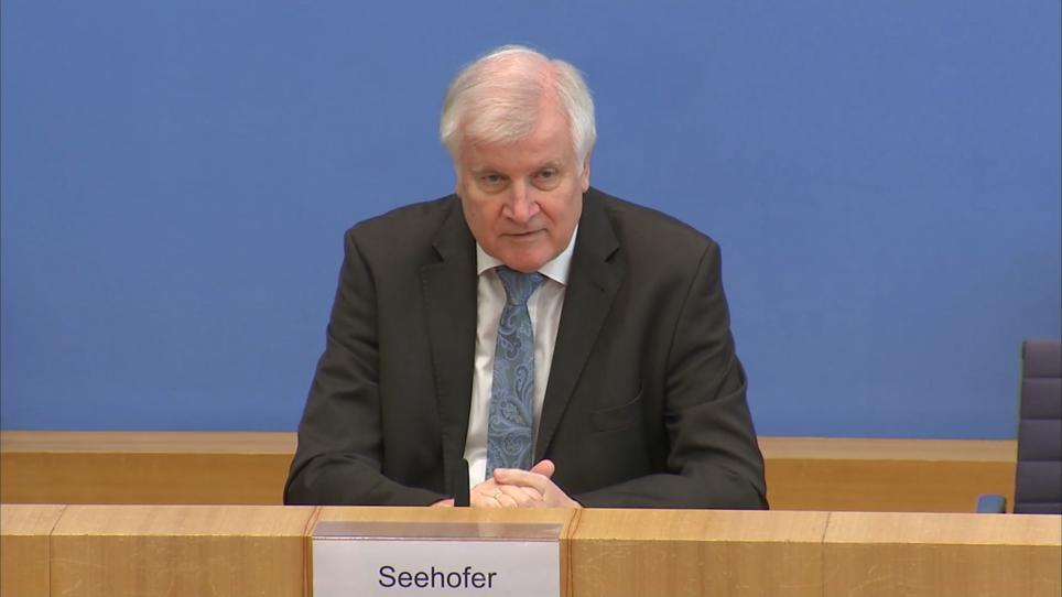Rechtsextremismus in Behörden: Horst Seehofer stellt ...