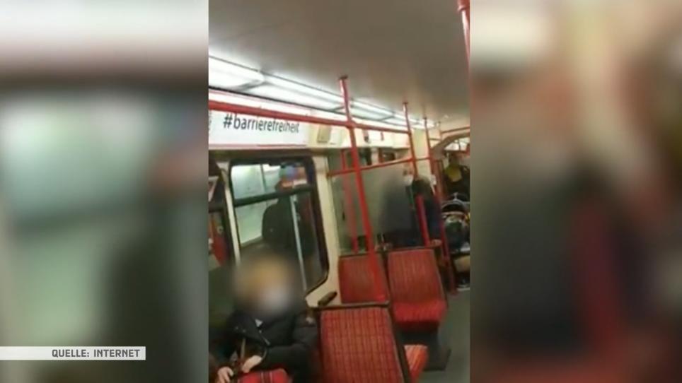 Randalierer zertrümmert Scheibe in Stadtbahn